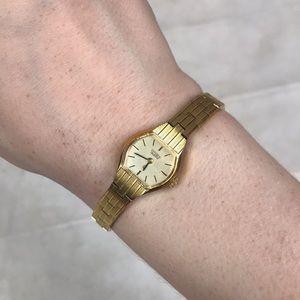 Citizen vintage yellow gold watch quartz Japan